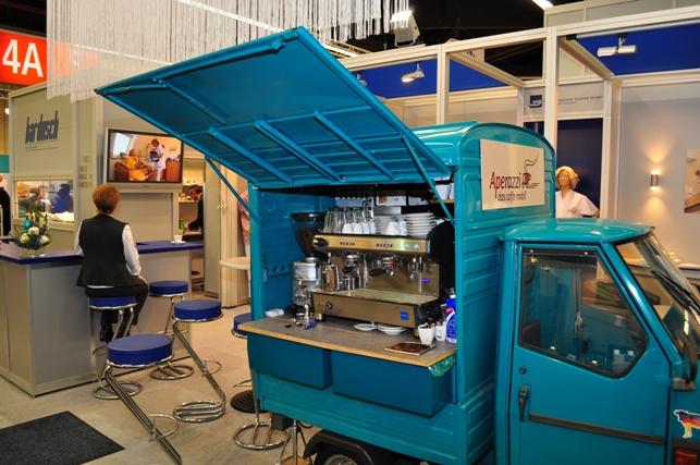 red mobiler Barservice - mit der APE für Bardusch auf der Pflegemesse